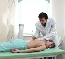 Як лікуваті грижа хребта корсетом и блокади?