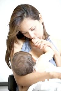 Які вітаміни необхідні годуючим мамам?