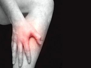 Біль у литкових м'язах - основний симптом захворювання