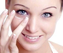 Натуральний догляд за шкірою навколо очей