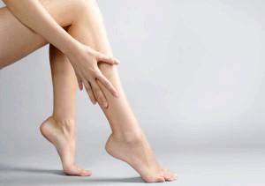 Набряк ніг - це Перші Симптоми захворювання
